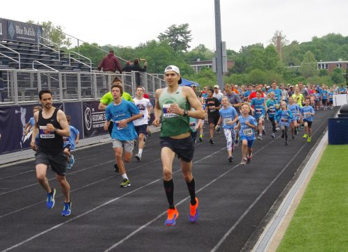 """187 Racers Finish """"Get Smart for Wilton 5K"""" to Benefit WEF"""